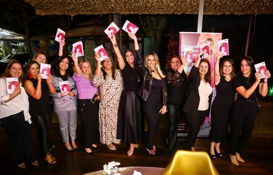 Fernanda Hernandes lança livro
